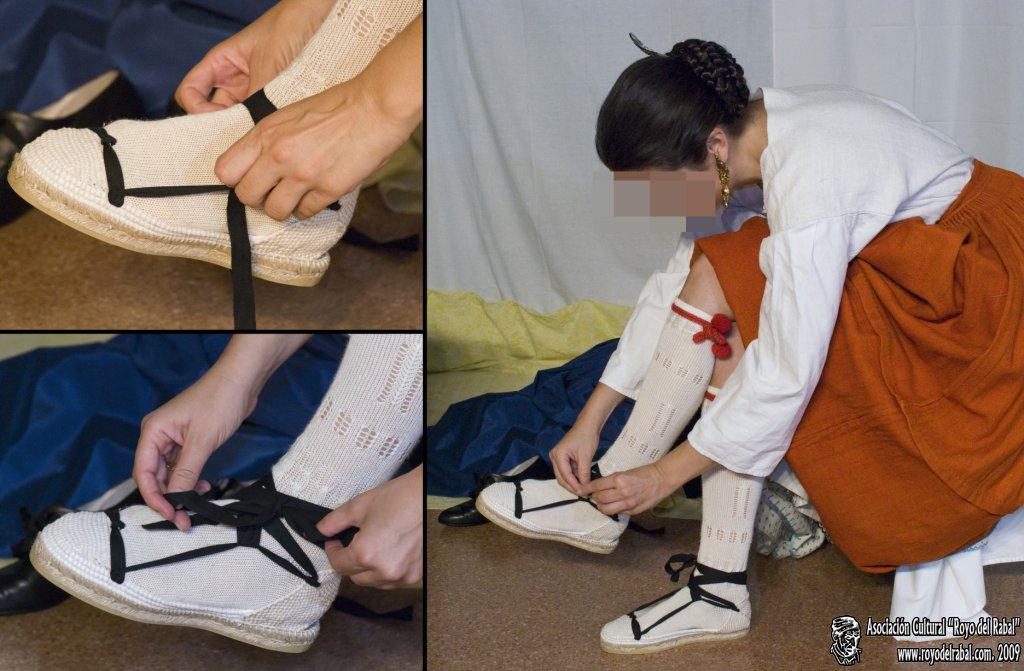 2 Justillo, esta prenda también se debe poner, al menos, debajo de la última saya, las aberturas de dicha prenda son para facilitar el vuelo de las enaguas